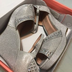 ✨ brand new on the box silver rhinestone wedges